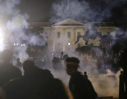 Δακρυγόνα έξω από τον Λευκό Οίκο